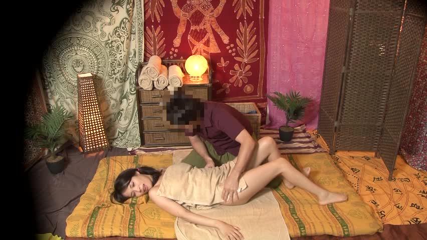 ◆流出映像◆流行りのタイ古式マッサージ店でヤリテのデカチン施術師の誘惑に負けて乱れる人妻の実態!!①